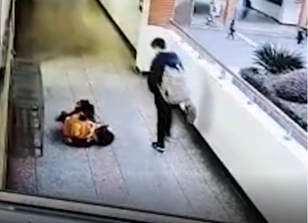 重庆10岁女生在校园内猝死 家长查看监控后当场崩溃令人揪心
